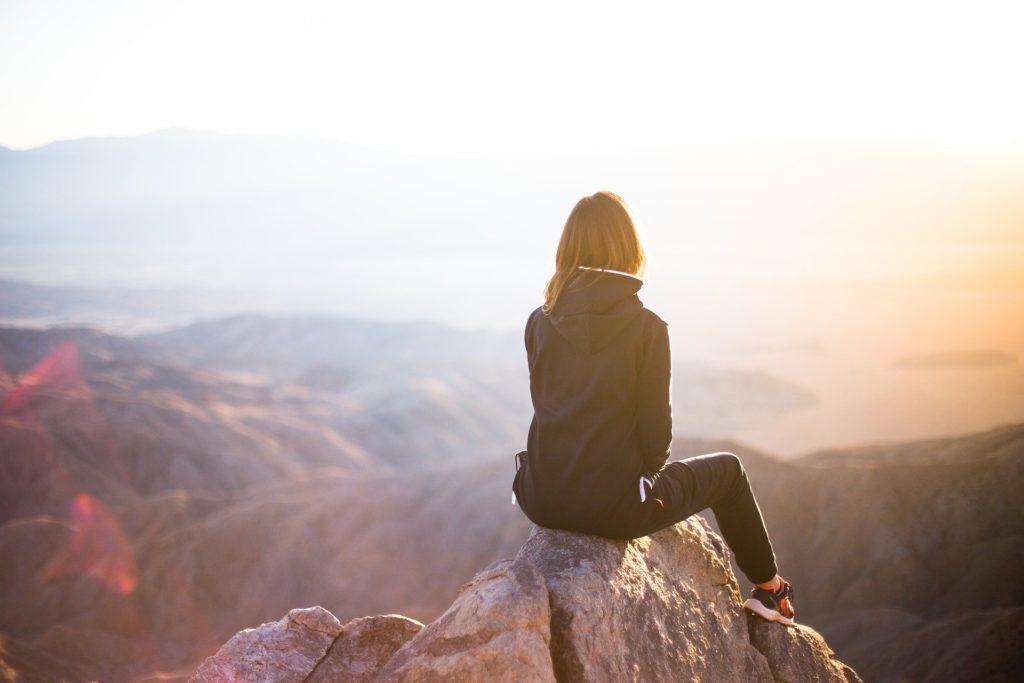 la realtà riflette il tuo pensiero. Cambia il tuo pensiero e vedrai la realtà cambiare per allinearsi a quello che pensi